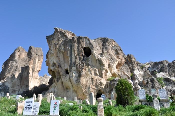 Skalne grobowce w Ayazini