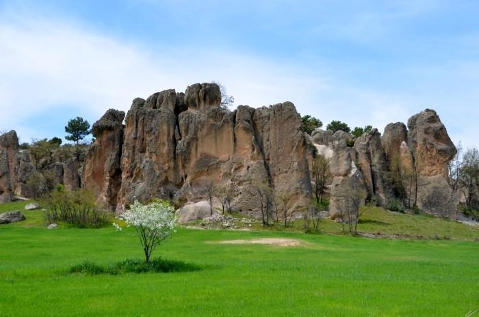 Formacje skalne w wiosce Bayramaliler