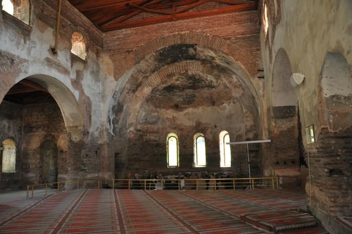 Wnętrze dawnego kościoła Hagia Sophia w Izniku