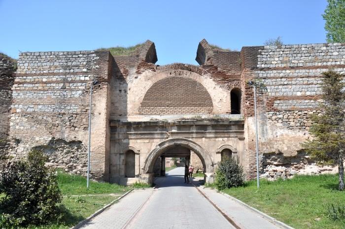 Mury obronne Izniku - Brama Stambulska