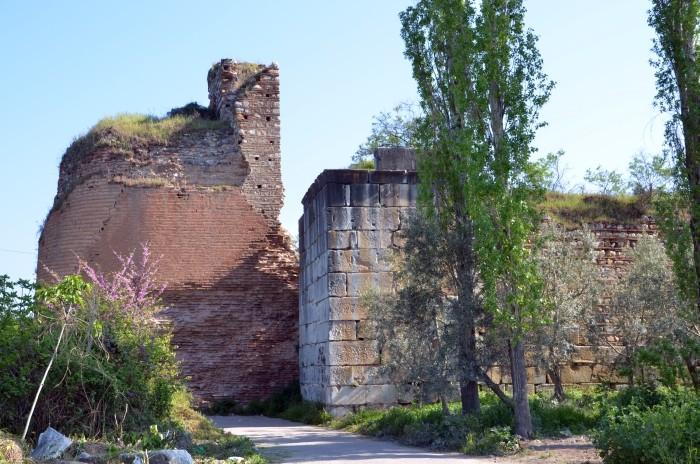 Mury obronne Izniku - Brama Pałacowa