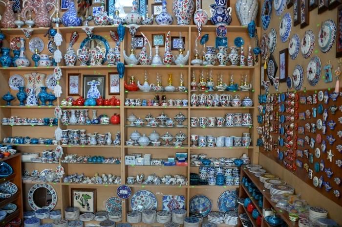 Sklep z wyrobami ceramicznymi w Izniku