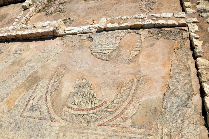 Mozaiki na dziedzińcu Zamku Panny