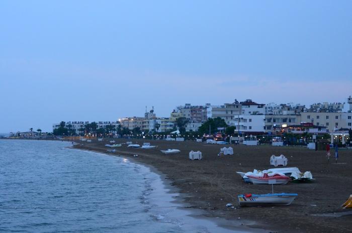 Plaża w Kızkalesi o zmierzchu