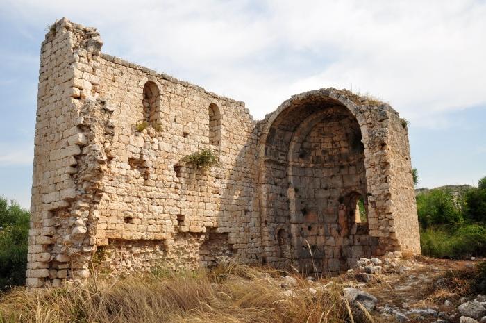 Ruiny bazyliki na terenie zamku Korykos