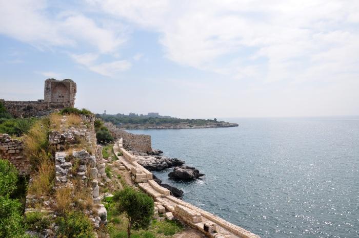 Na murach zamku Korykos