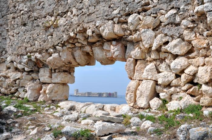 Zamek Panny widziany z twierdzy Korykos