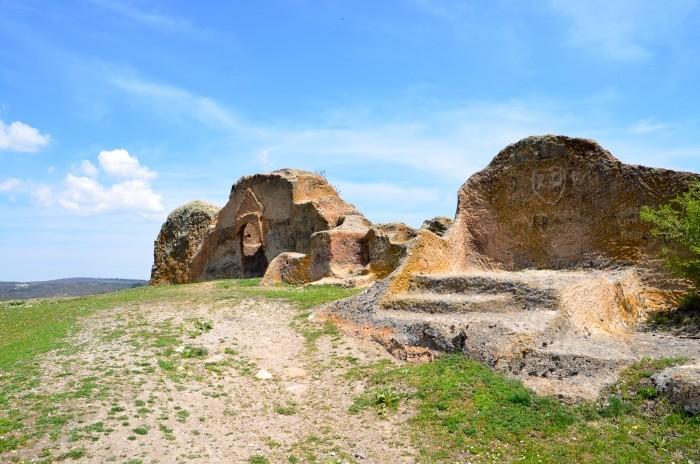 Kamienne struktury w Kümbet