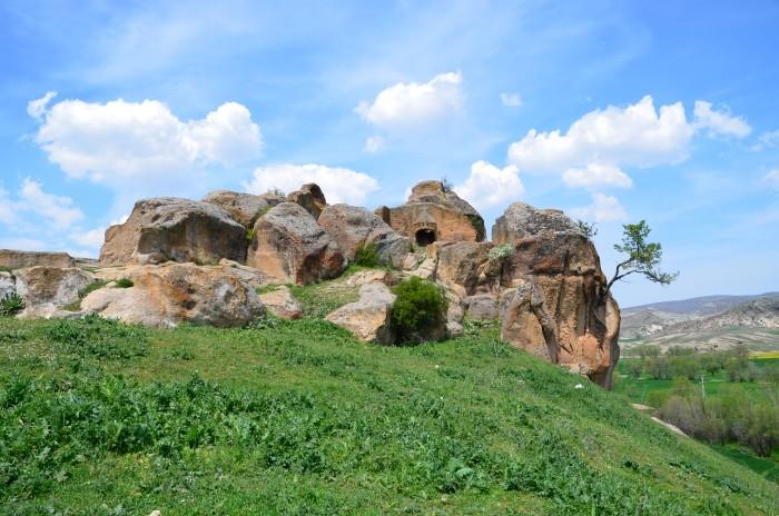 Kamienna rezydencja derebeja w Kümbet