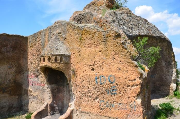 Kamienny kominek derebeja Yarımaği