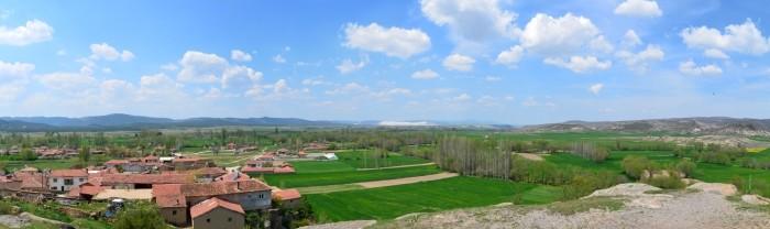 Widok panoramiczny na wieś Kümbet i jej okolice