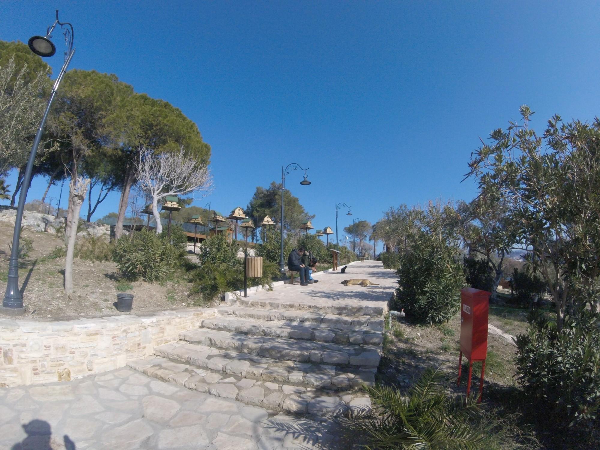 Güvercinada - park z budkami dla ptaków