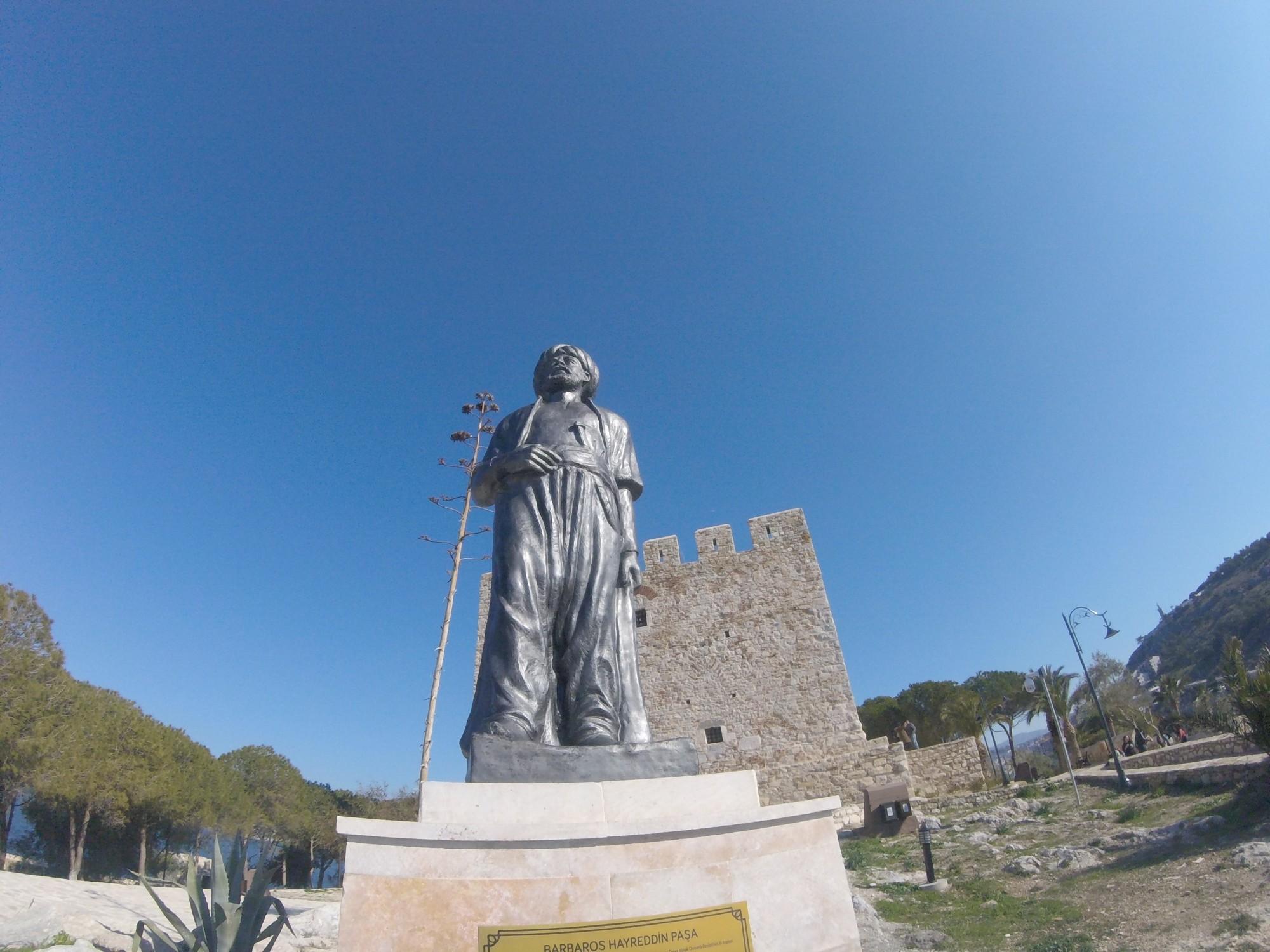 Güvercinada - pomnik Barbarossa Paszy