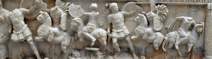 Scena walki Greków z Amazonkami przedstawiona na sarkofagu rzymskim