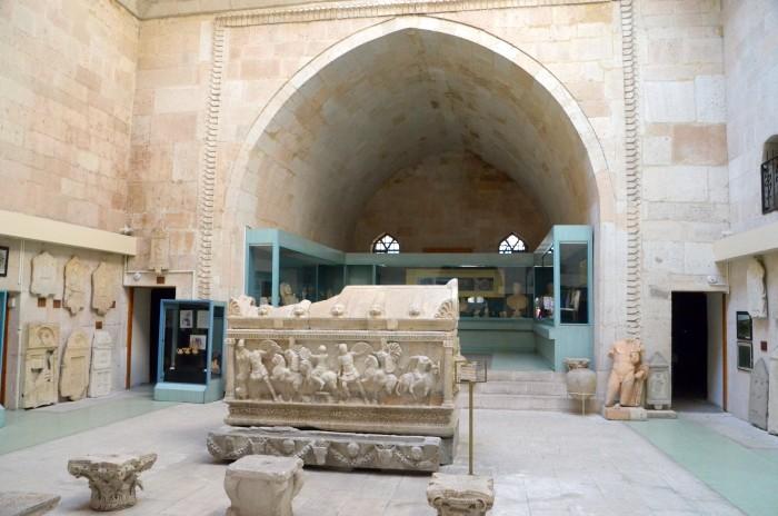 Wnętrze Muzeum Archeologicznego w Kütahyi