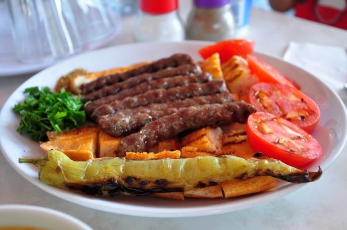 Tereyağlı Ödemiş Köftesi czyli Ödemiş Kebabı
