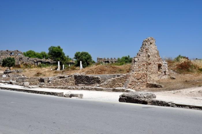 Pozostałości starożytnych budynków w Side