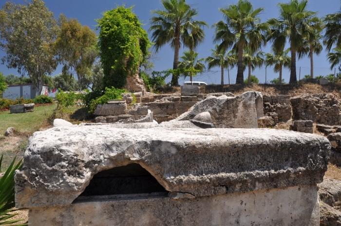 Antyczny sarkofag w Side