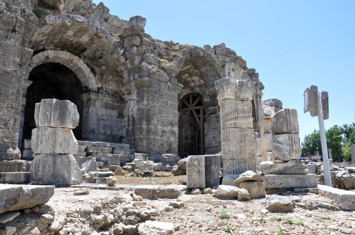 Ruiny świątyni Dionizosa w Side