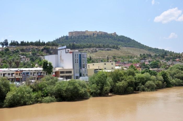 Widok z mostu na twierdzę w Silifke