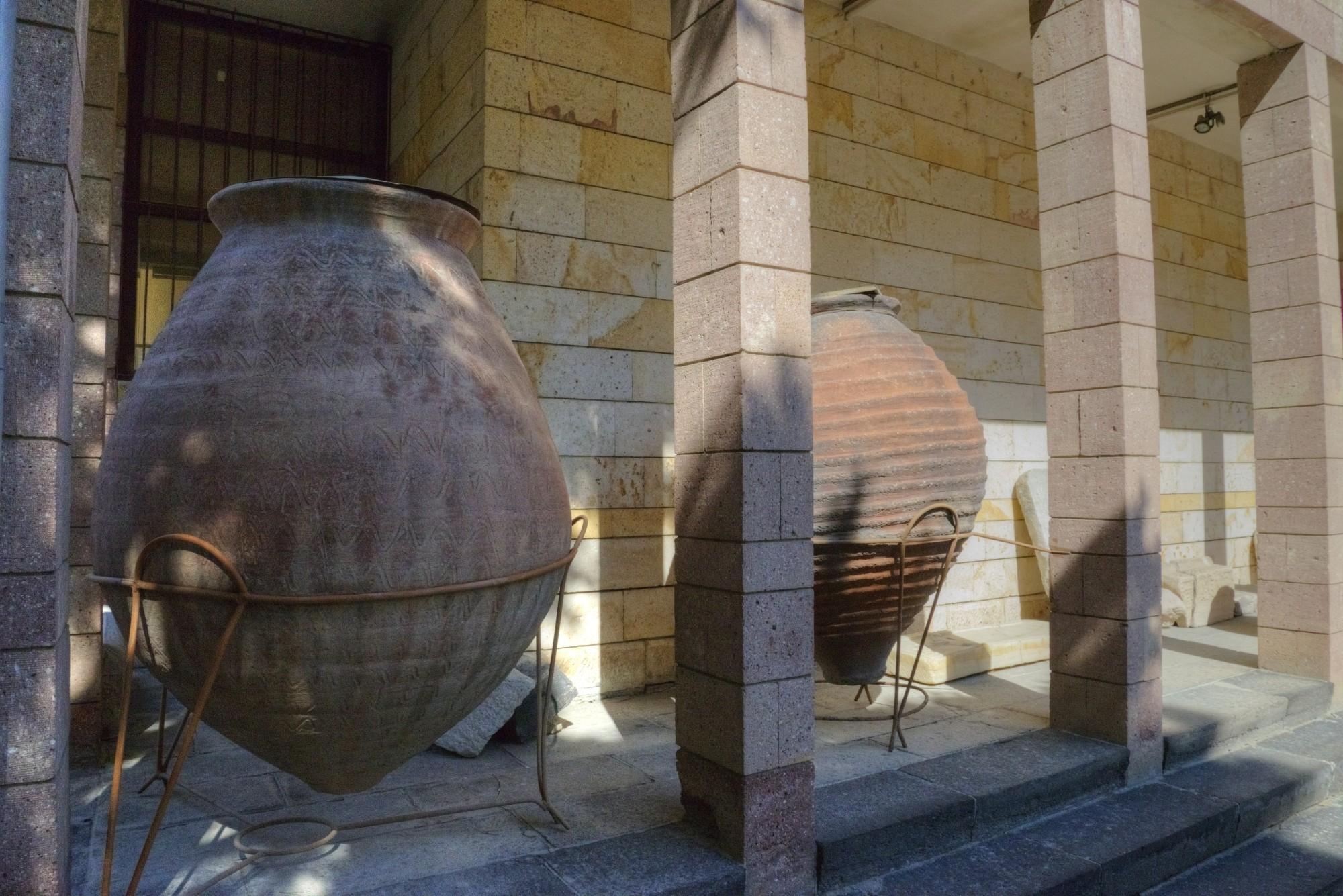 Ekspozycja na dziedzińcu muzueum w Ürgüp