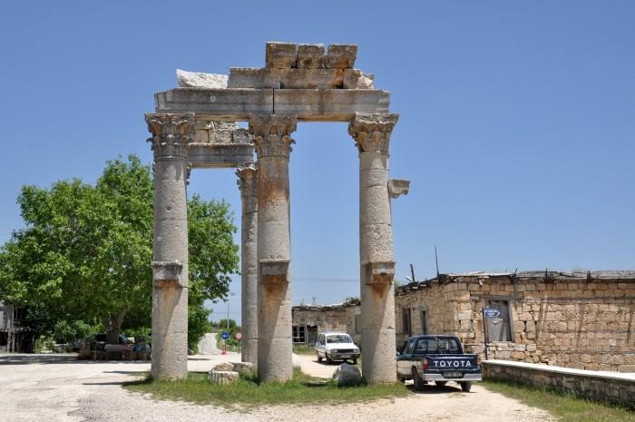 Brama paradna w Uzuncaburç