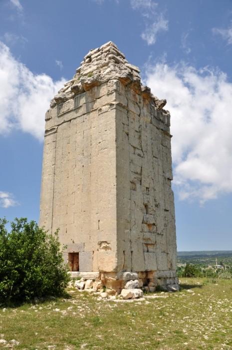 Wieża hellenistyczna w Uzuncaburç