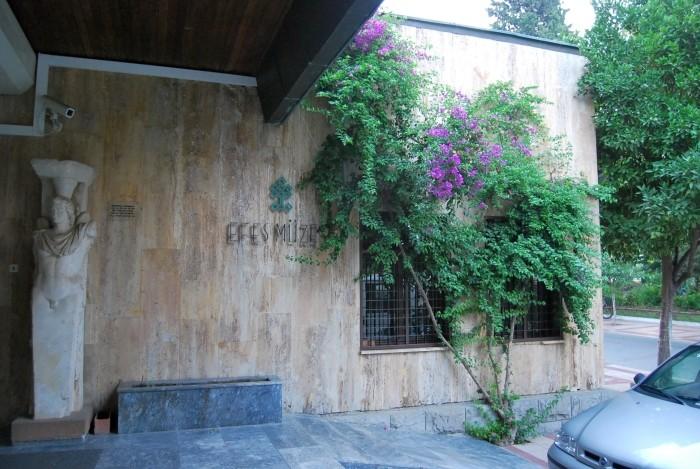Wejście do Muzeum Efeskiego