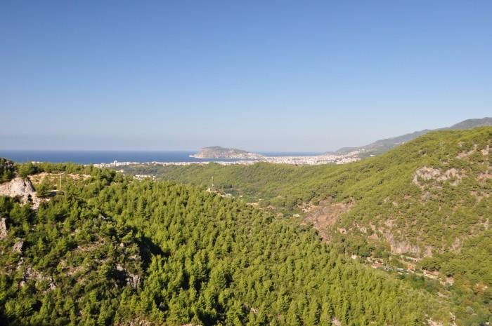 Widok na wybrzeże i Alanyę