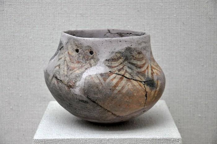 Naczynie z epoki brązu, znalezione w jaskini Karain - zbiory Muzeum Archeologicznego w Antalyi
