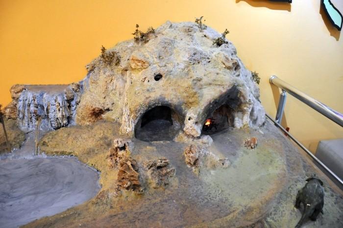 Miniaturowy model jaskini Karain - ekspozycja Muzeum Archeologicznego w Antalyi