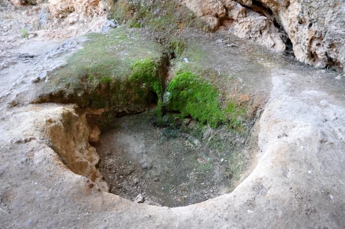 Wykop przed wejściem do jaskini Karain