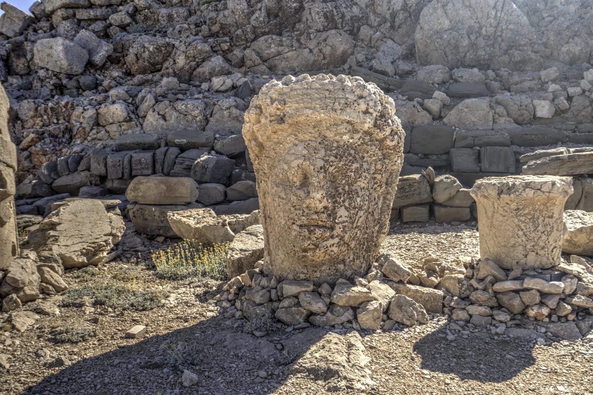 East Terrace no Monte Nemrut, a cabeça da deusa de Commagene