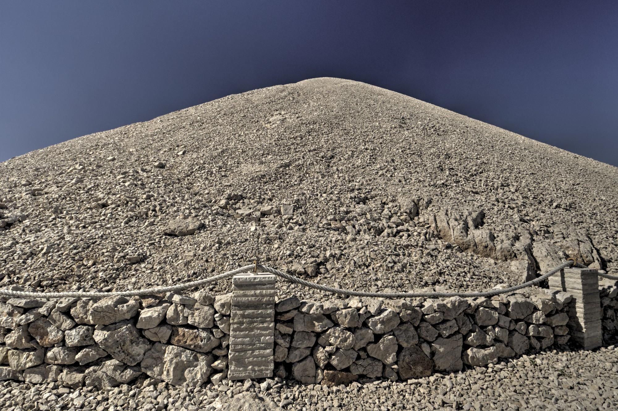 Túmulo artificial no Monte Nemrut