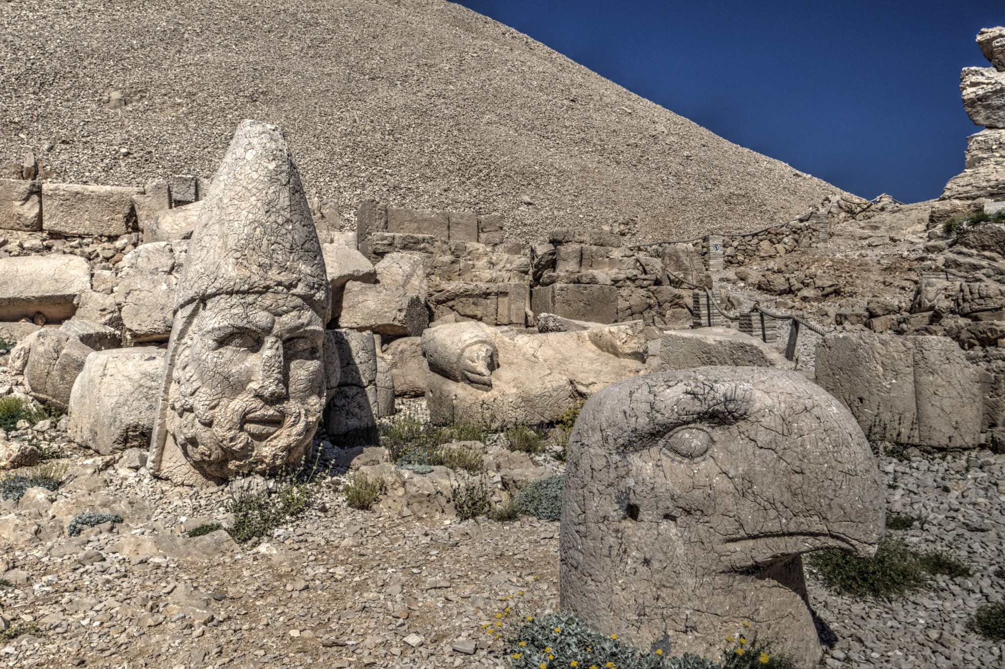West Terrace on Mount Nemrut, the heads of głowy Heracles and an Eagle