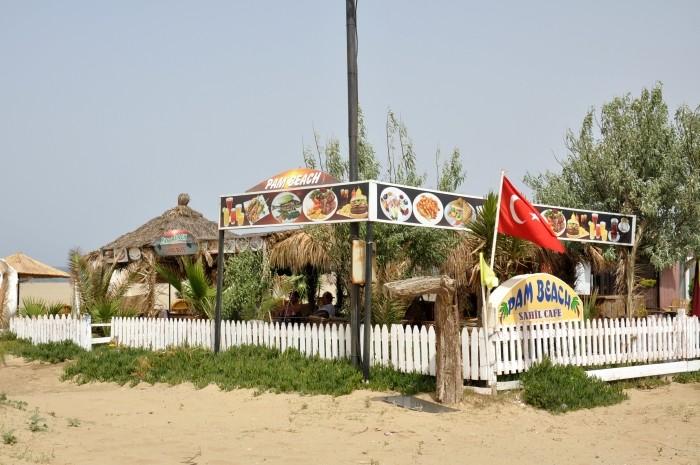 Bar plażowy na plaży Pamucak