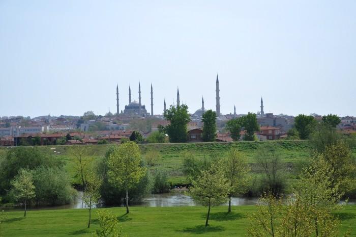 Widok na Edirne znad brzegu rzeki Tundża