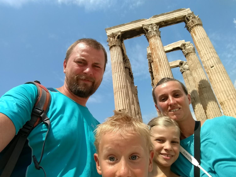 Ekipa TwS przy Świątyni Zeusa w Atenach