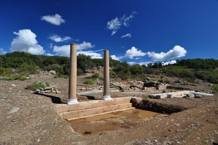 Ruiny antycznej świątyni w Antiochii ad Cragum