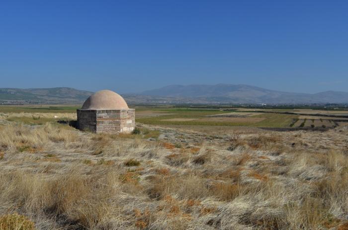 Seldżuckie mauzoleum na kopcu Beycesultan