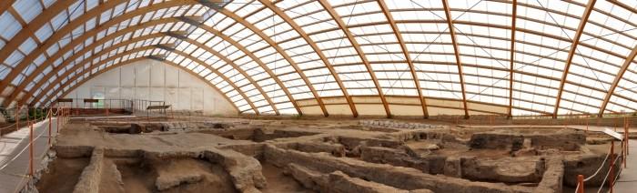 Panorama wnętrza Wiaty Północnej w Çatalhöyük