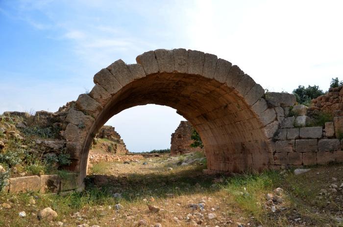 Wyschnięte koryto rzeki na terenie wsi Oğuz