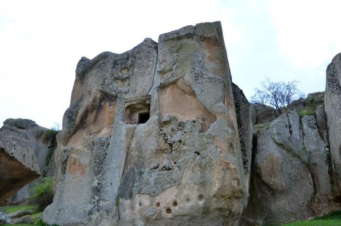 Monumentalny grobowiec frygijski Aslantaş w dolinie Göynüş