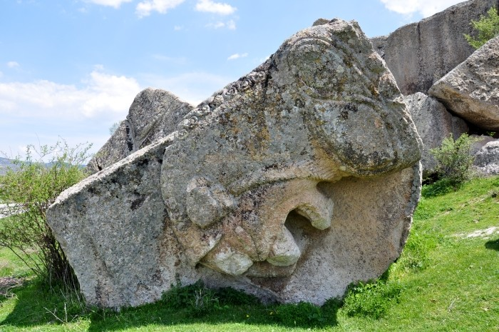 Monumentalny grobowiec frygijski Yılantaş w dolinie Göynüş