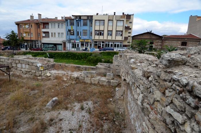 Mury obronne Adrianopola i współczesna zabudowa Edirne