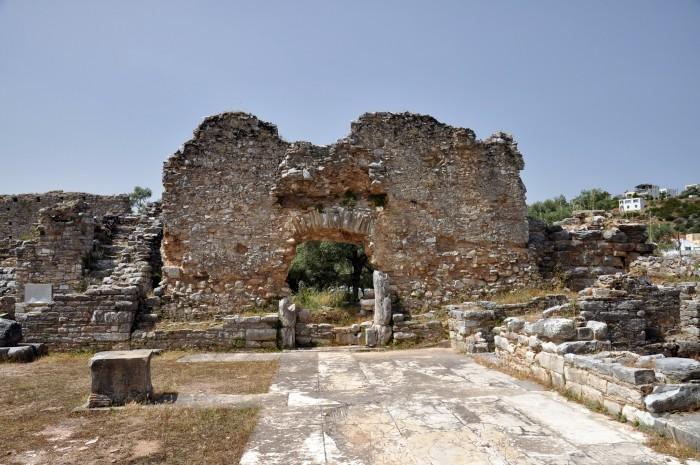 Wieża z czasów hellenistycznych przy wejściu na teren agory w Iasos