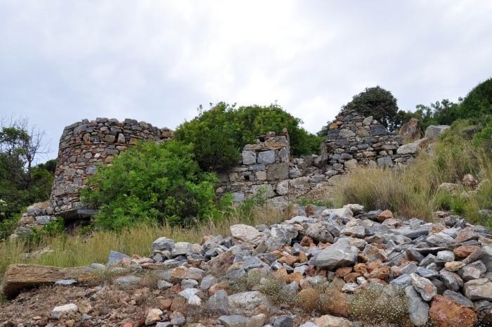 Mury obronne na akropolu w Iotape