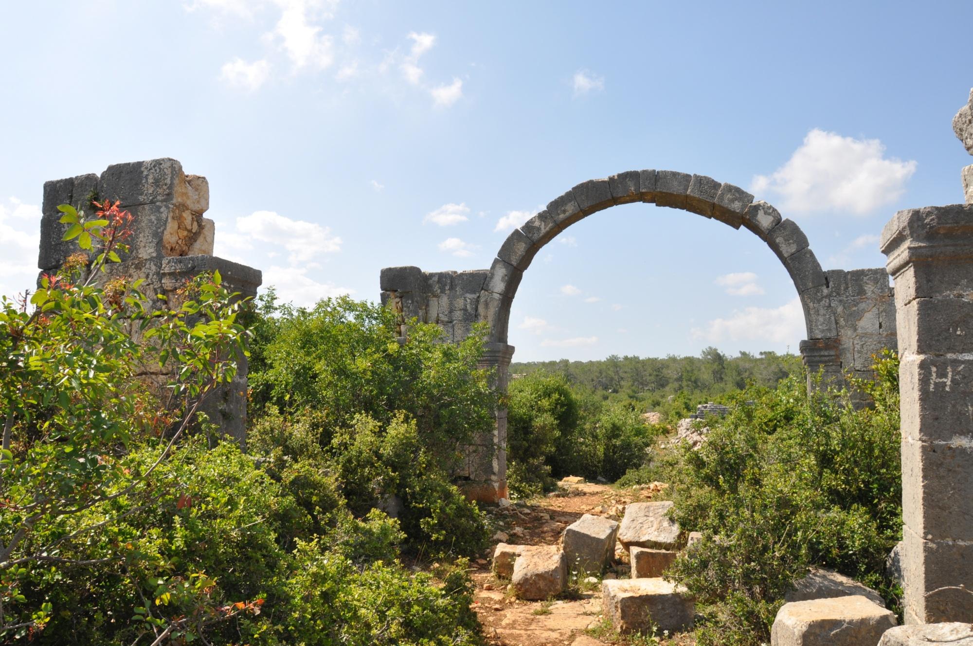 Monumentalna brama w Karakabaklı
