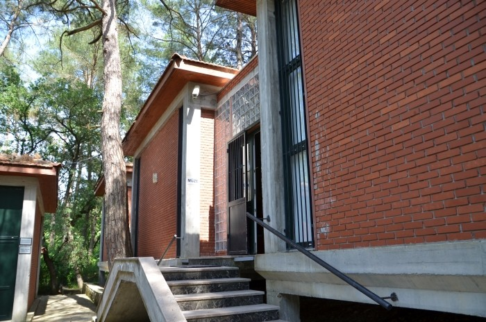 Budynek muzeum na terenie Karatepe