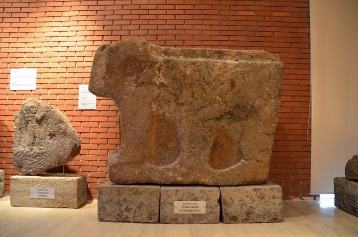 Niedokończony posąg lwa z Domuztepe